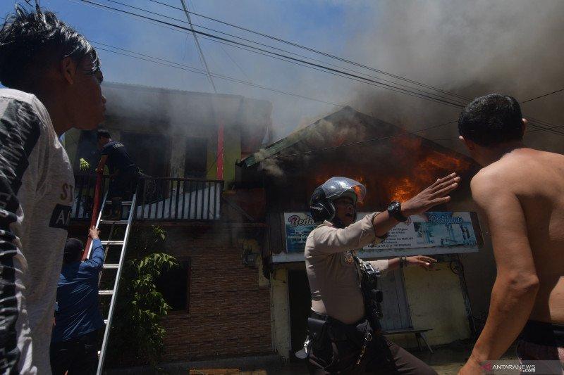 Kebakaran permukiman padat penduduk di Palu
