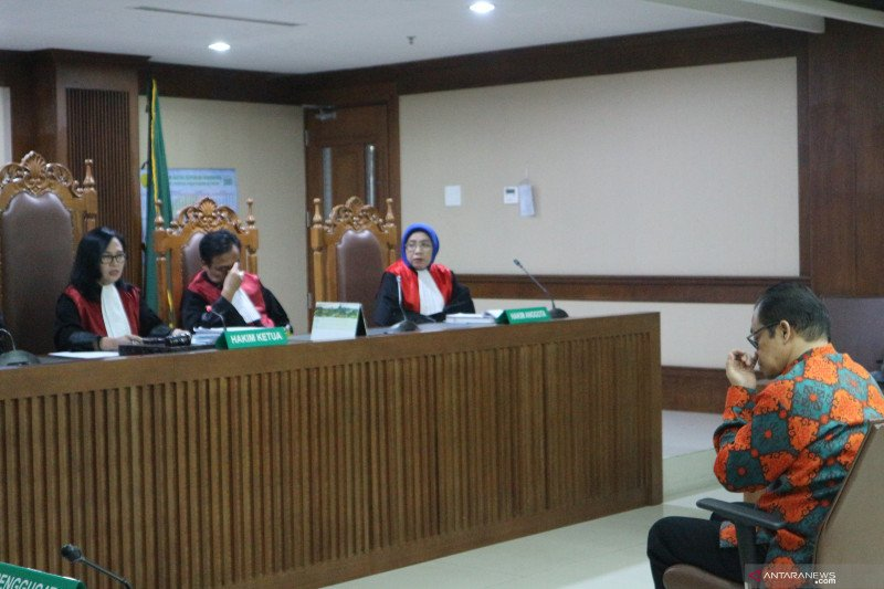 Muhtar Ependy divonis 4,5 tahun penjara terkait suap di MK dan TPPU