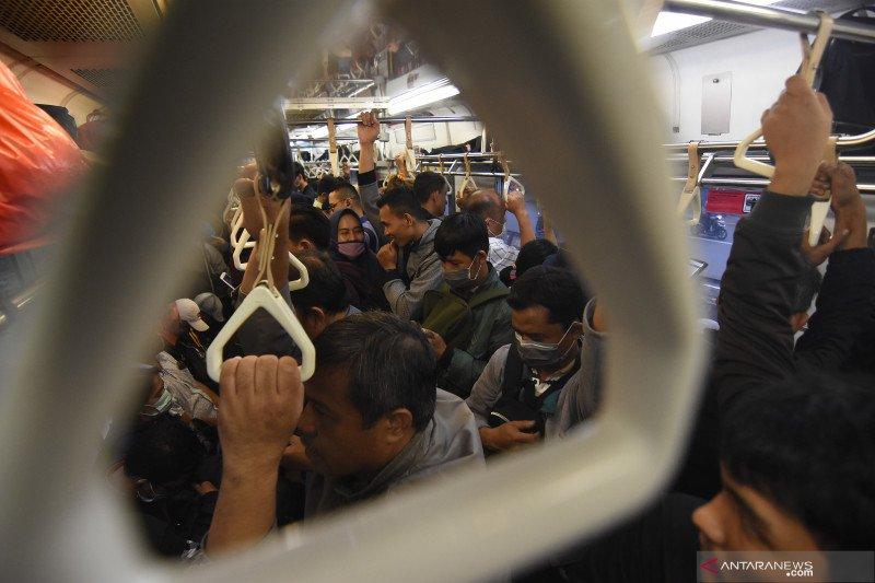 Droplet kecil bertahan 15 menit, jangan bicara di transportasi publik