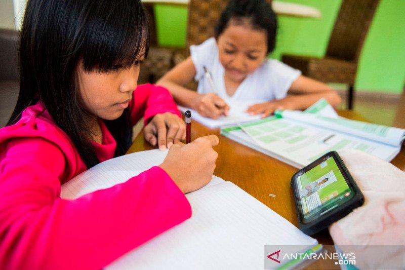Belajar di rumah, perilaku disiplin harus dimulai dari orang tua