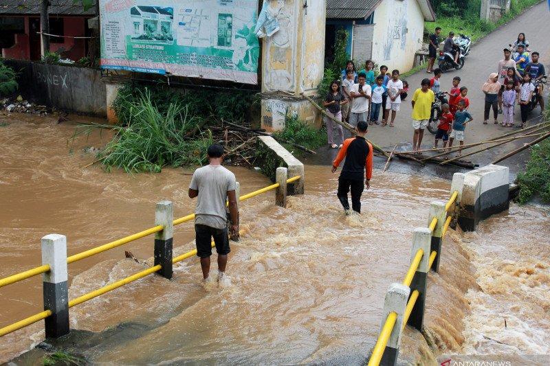 Banjir di perumahan Villa Pamulang