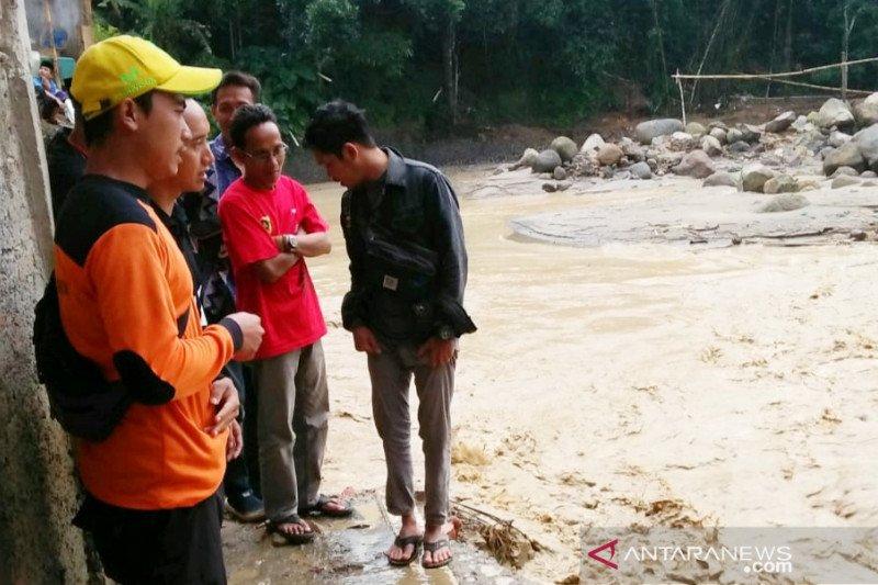 25 rumah di Sukajaya Bogor terkena banjir lintasan