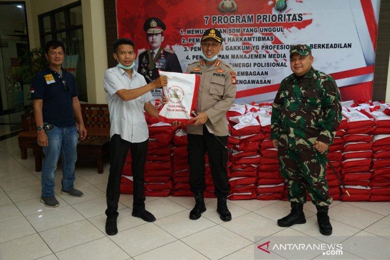 1.000 paket beras dari Presiden didistribusikan Polres Metro Bekasi