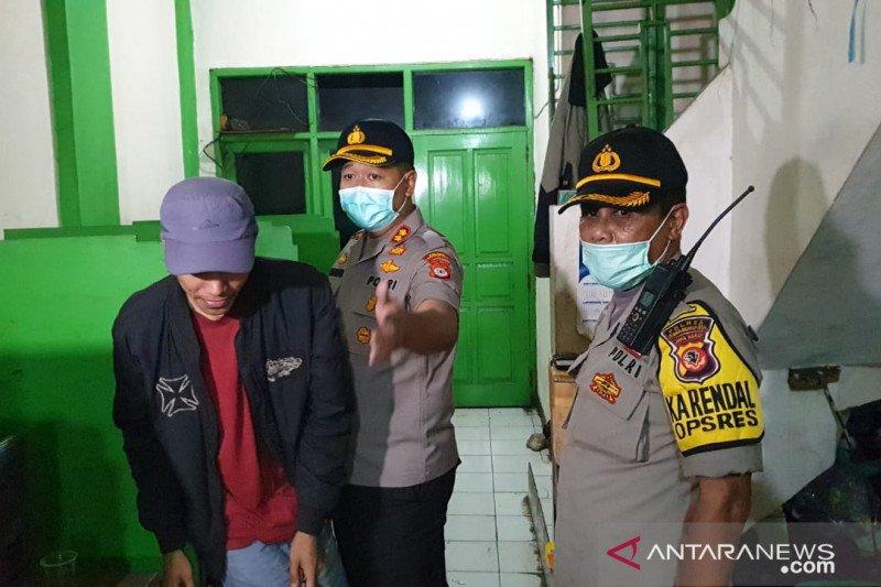Petugas gabungan bubarkan kerumunan antisipasi COVID-19