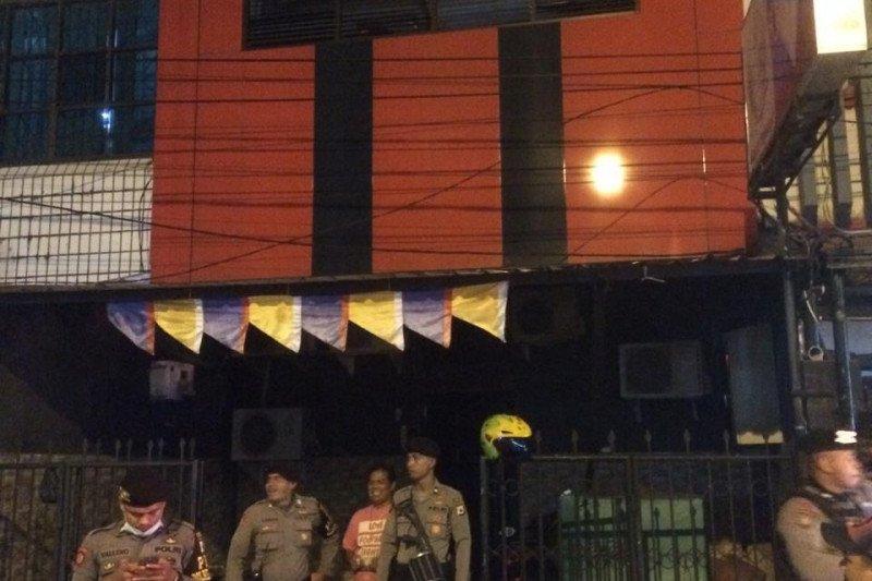 Polisi tutup belasan tempat hiburan malam cegah COVID-19 di Ambon
