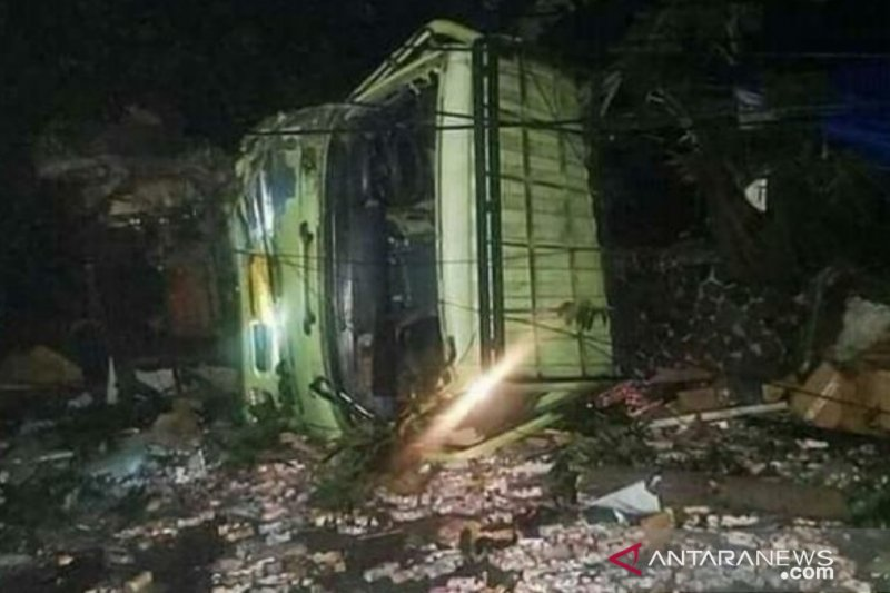 Truk di Cianjur hantam tujuh kendaraan sebabkan dua orang meninggal
