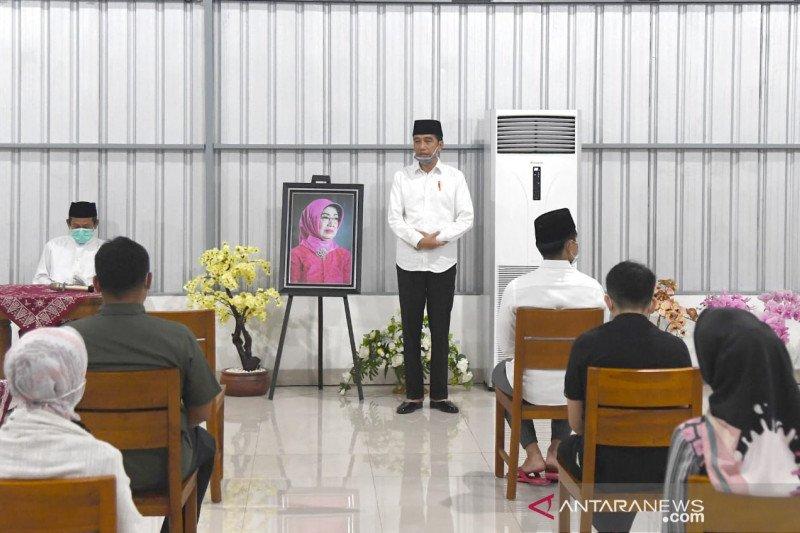 Presiden Jokowi ke Solo gelar tahlil doakan Ibunda Sudjiatmi