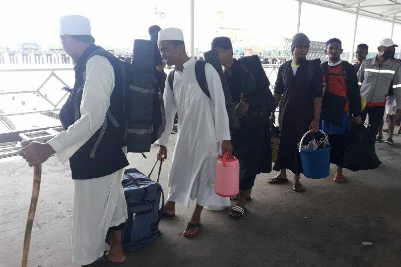 37 WN Malaysia tiba di Nunukan dari Makassar dijaga ketat