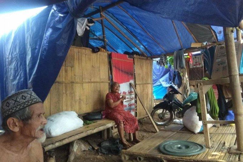 Stok bahan pokok warga pengungsi banjir di Lebak menipis