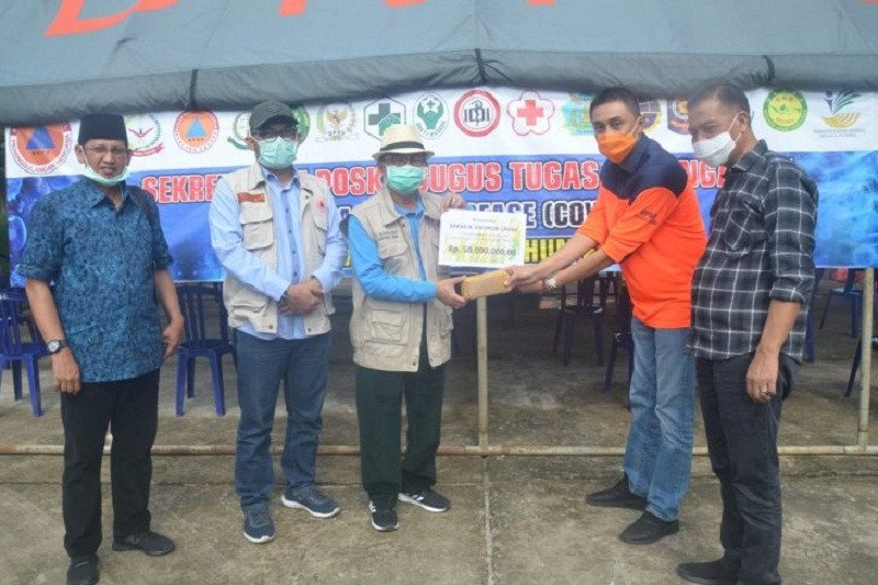 Untuk penanganan COVID-19, Gubernur Jambi serahkan bantuan pribadi