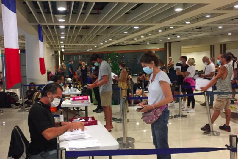 Prancis pulangkan wisatawan dari Indonesia