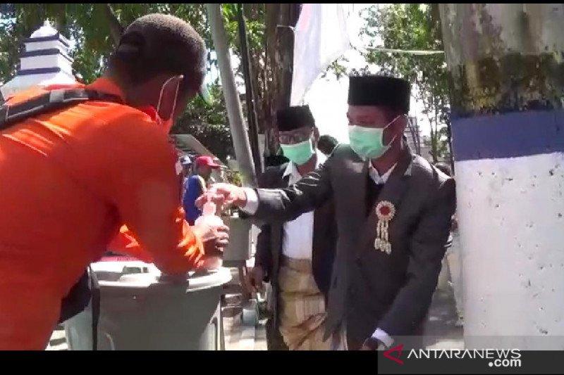 Satgas COVID-19 Sampang periksa rombongan pengantin asal Sumenep