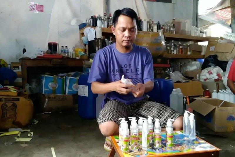 Produsen cairan pembersih tangan yang tengah menuai berkah