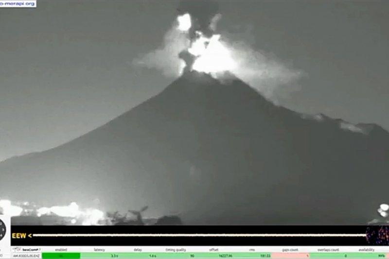 Magelang waspadai hujan abu vulkanik Merapi