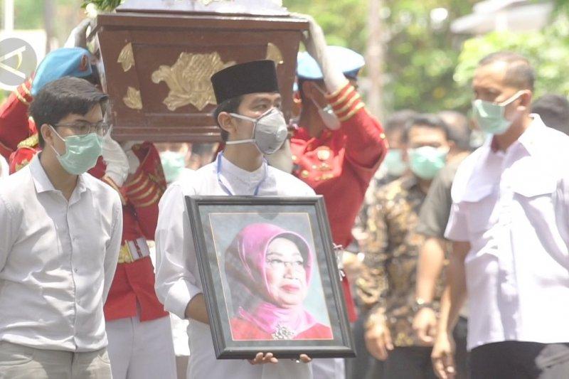 Jenazah Ibunda Presiden Jokowi dishalatkan di Masjid Baiturrachman