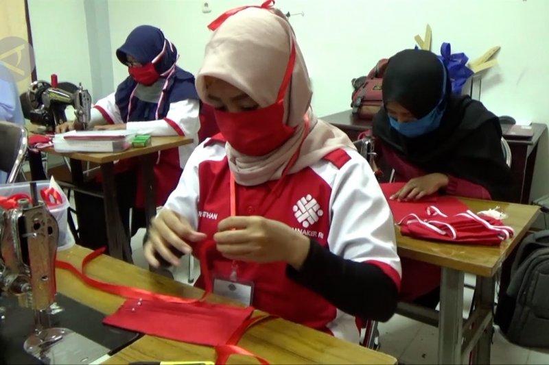 Sikapi kelangkaan, BLK Kendari produksi massal 10 ribu masker