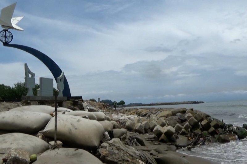 Abrasi parah, 4 pantai wisata di Padang segera dibenahi