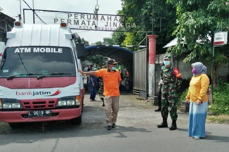 Kediri salurkan bantuan untuk warga yang diisolasi karena corona