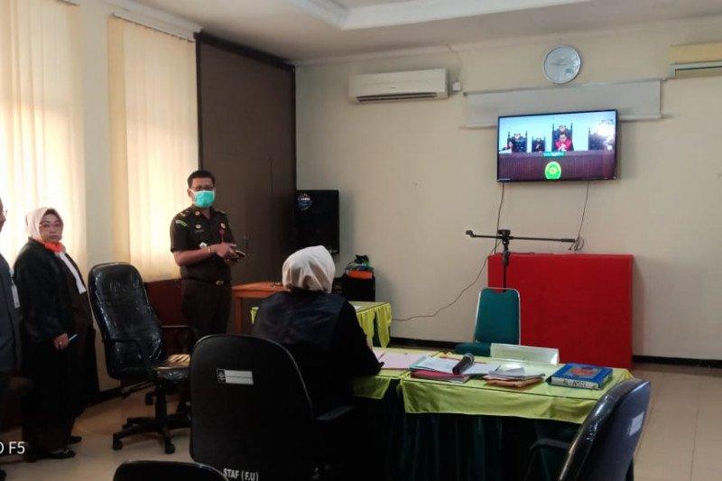 Kejari Padang lakukan sidang perkara secara daring