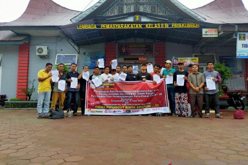 Warga binaan penerima asimilasi rumah di Lapas Payakumbuh 49 orang