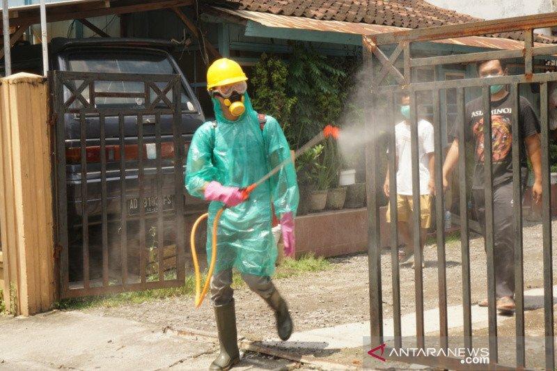 UMS-ACT Surakarta lakukan penyemprotan disinfektan secara mandiri