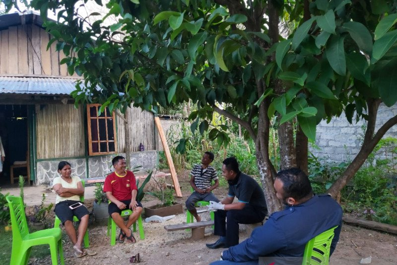 Imigrasi Atambua-petugas kesehatan awasi seorang WNA Thailand