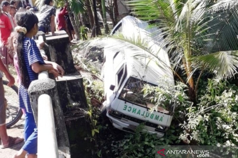 Ambulans kecelakaan, paramedis COVID-19 di Aceh Barat luka-luka