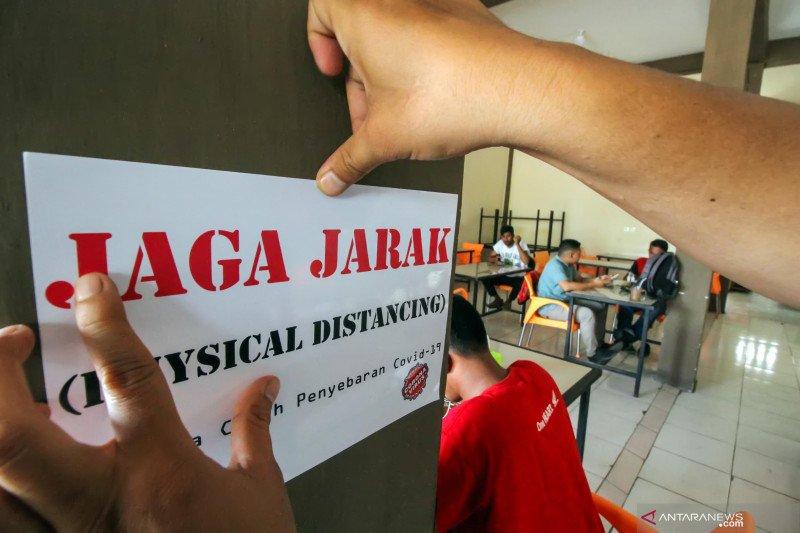 Praktik jaga jarak fisik terkendala disiplin warga