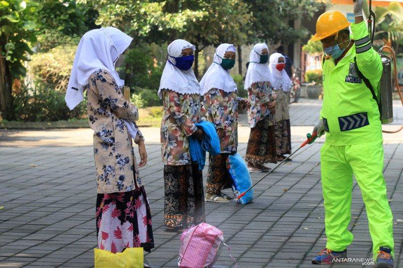 113 santri Bali yang pulang dari Jawa jalani