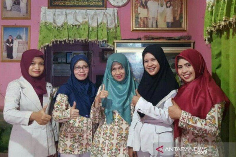 Tika Aprilia, relawan asal HSU Kalsel untuk pasien COVID-19 di Jakarta