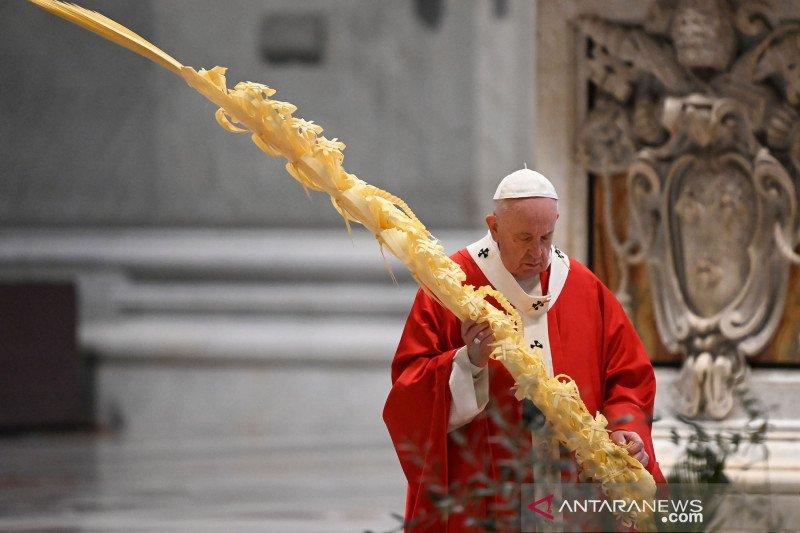 Paus Fransiskus desak negara-negara hormati kesepakatan iklim Paris