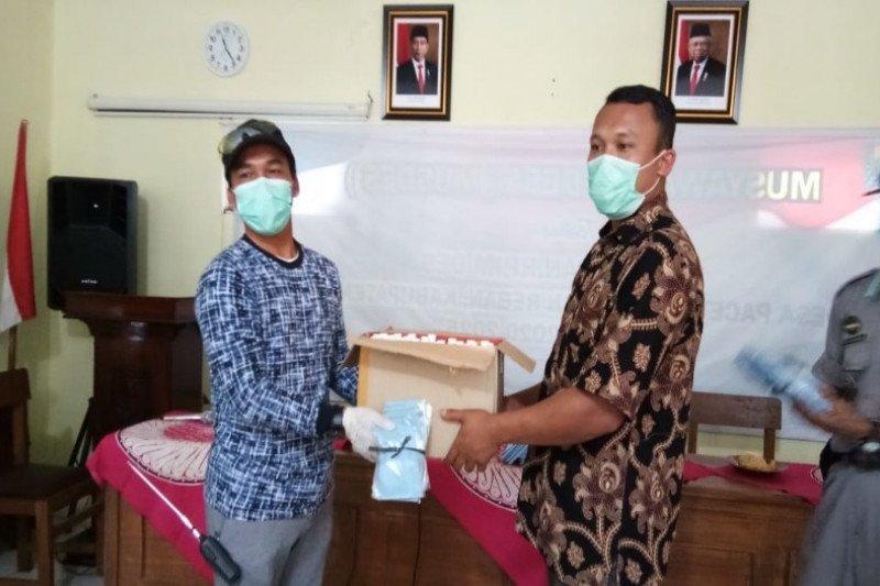 Pemkab Batang bagikan 15 ribu masker antisipasi COVID-19