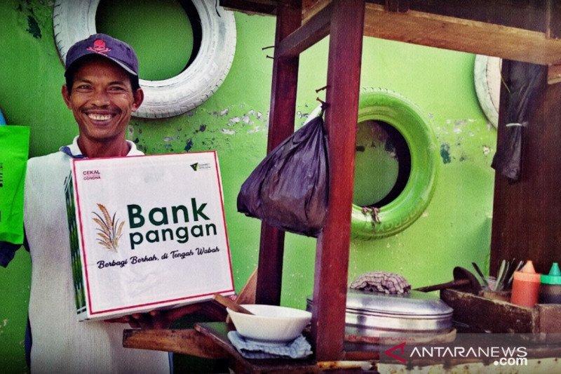 Dompet Dhuafa bagikan paket sembako bagi pekerja lepas di tengah wabah