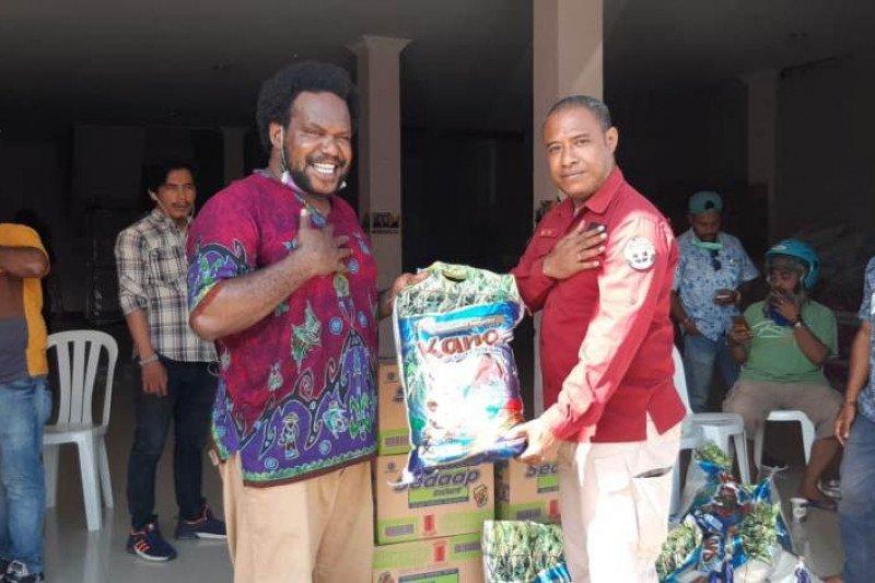 Polda Papua serahkan bantuan ke posko Spirit Of Papua