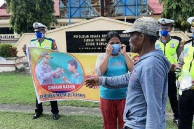 Polres Mamuju Utara bagi 5.000 masker kepada warga