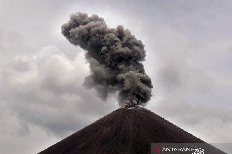 Anak Krakatau erupsi semburkan abu vulkanik 657 meter