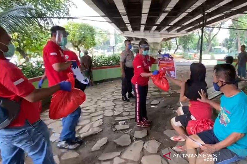 Satlantas Polrestro Jaksel salurkan sembako bantuan  peduli COVID-19