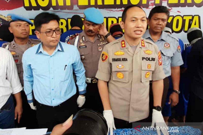 Polres Cirebon Kota sita ratusan liter minuman keras oplosan
