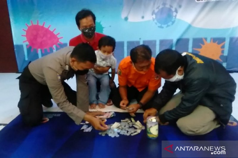 Satgas COVID-19 Sampang terima sumbangan dari seorang murid PAUD