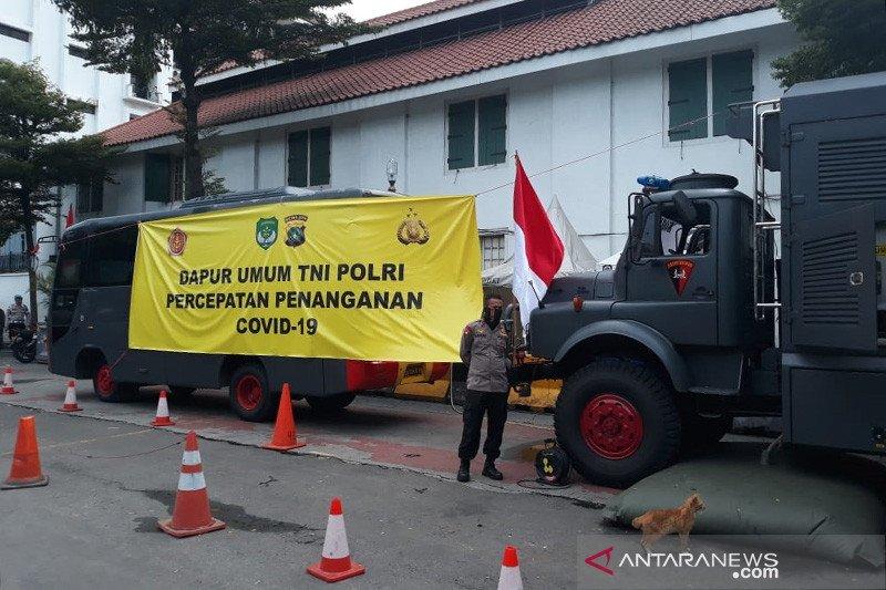 TNI-Polri bentuk dapur umum untuk masyarakat terdampak PSBB