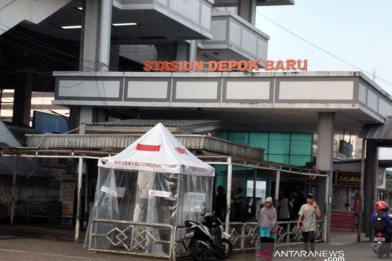 KRL di Depok sepi penumpang di hari Pertama PSBB