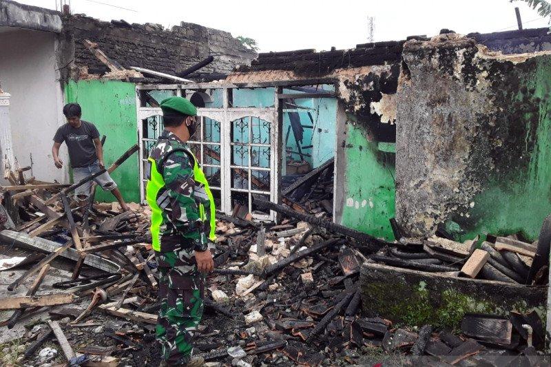 Rumah terbakar, dua keluarga di Babakan Sukabumi diungsikan
