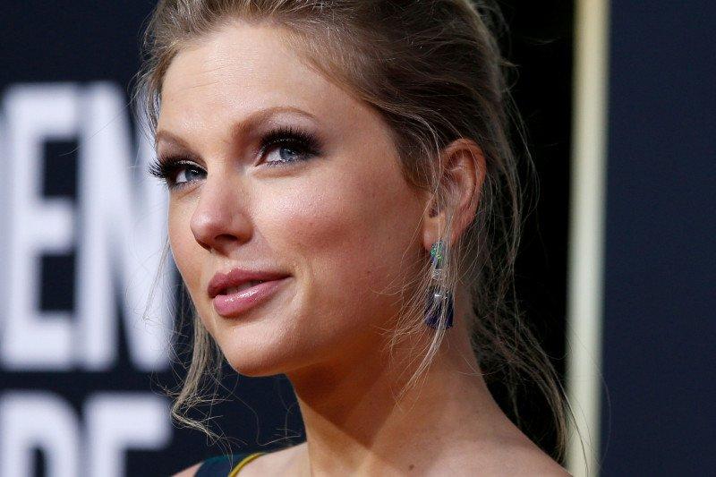 Taylor Swift batalkan seluruh konsernya hingga 2021