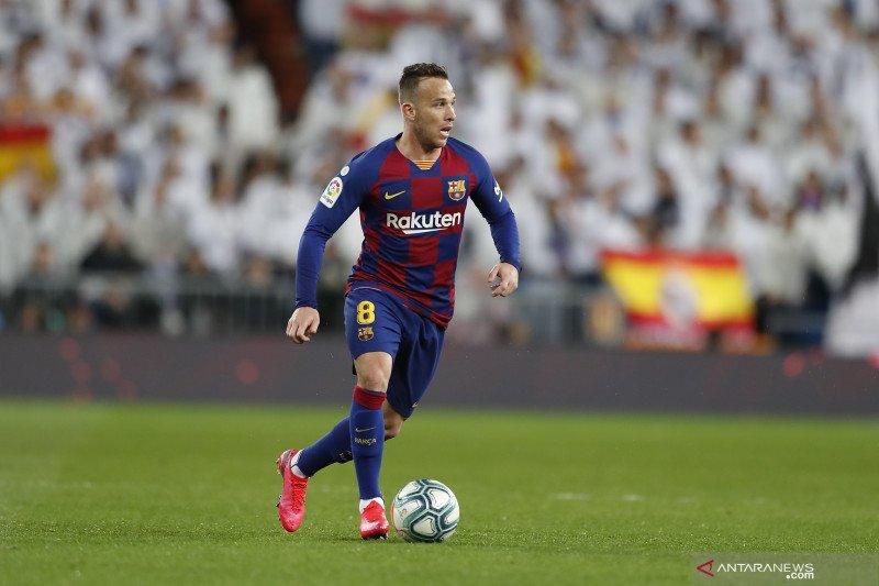 Merasa terhormat dilirik Inter, Arthur tegaskan bertahan di Barcelona