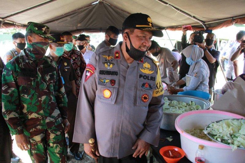TNI-Polri salurkan 4.000 makanan untuk masyarakat terdampak COVID-19