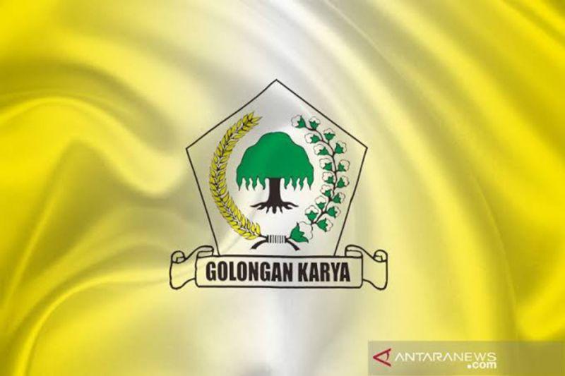 Perempuan Golkar Jatim salurkan 3.000 paket sembako di Surabaya