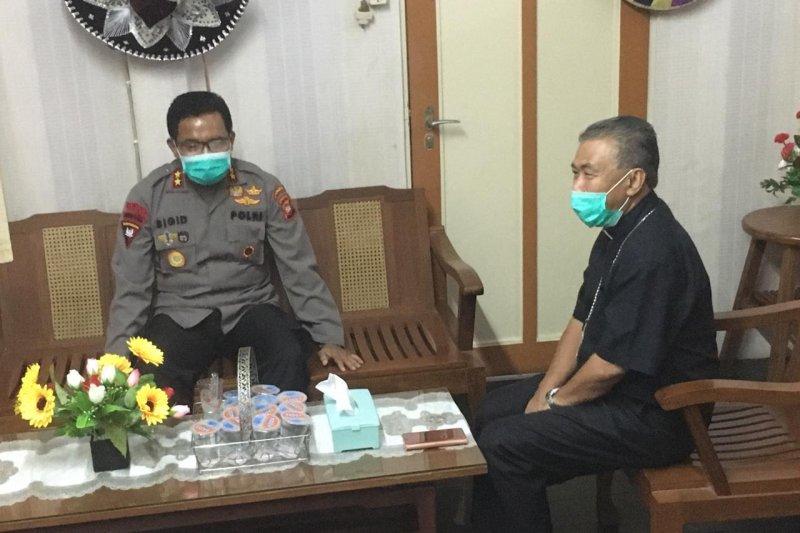 Polda Kalbar-Keuskupan Agung Pontianak ajak masyarakat tetap di rumah