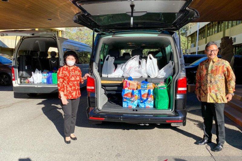 KBRI Canberra bagikan paket sembako untuk WNI di Australia