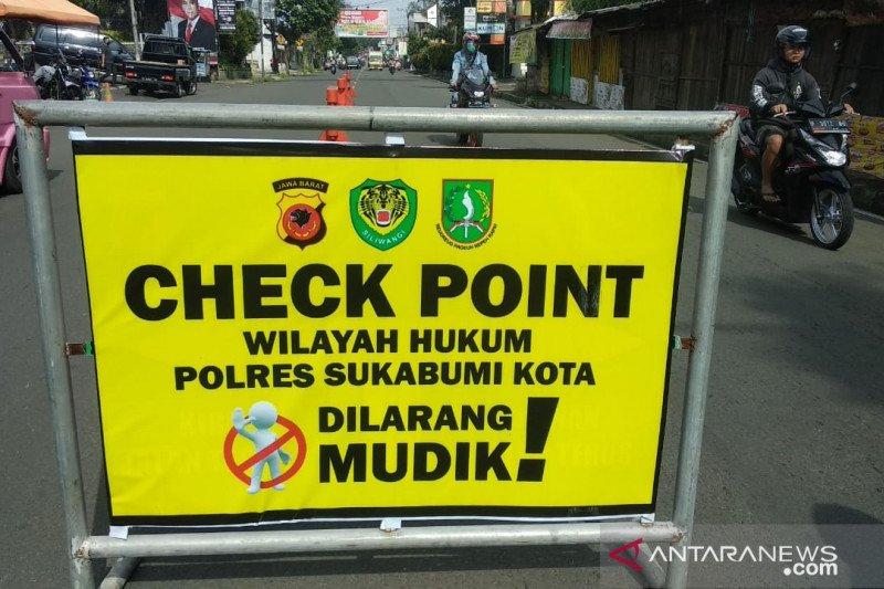 Polisi perintahkan putar balik kendaraan pemudik hendak masuk Sukabumi