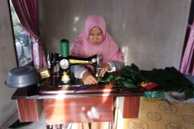 Perempuan desa gambut Kalbar produksi 10 ribu masker kain